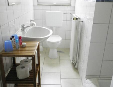 Ferienwohnung Esche - Bad mit Dusche und WC