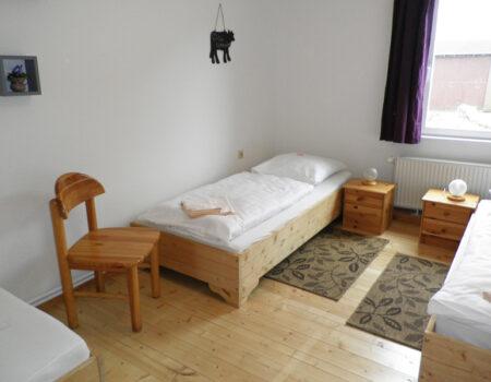 Ferienwohnung Kirsche - eines der 2 Schlafzimmer